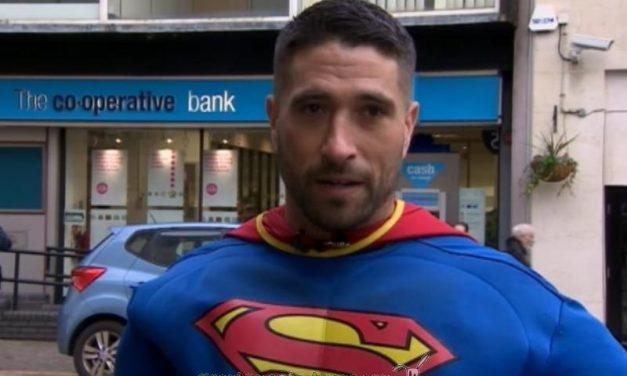 Un auténtico Superman canario reduce a un ladrón en Inglaterra