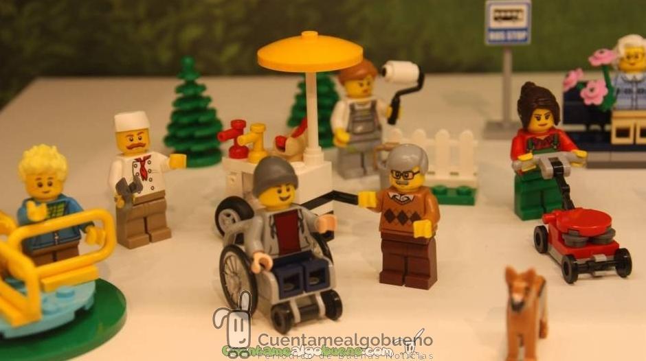 LEGO lanza un muñeco en silla de ruedas