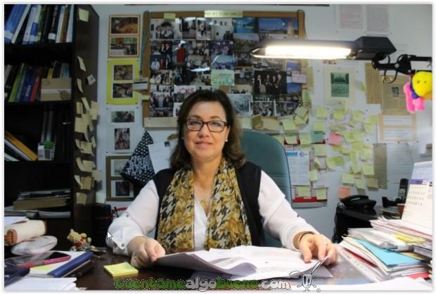 La catedrática de Física Aplicada Dolores Calzada, en su despacho. Foto: UCO.