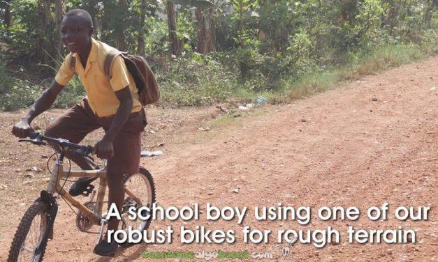 Bicicletas de bambú para que los niños no abandonen su escuela