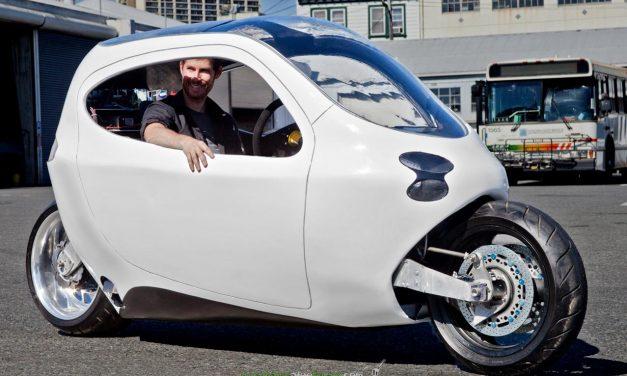 Crean una moto eléctrica que nunca vuelca