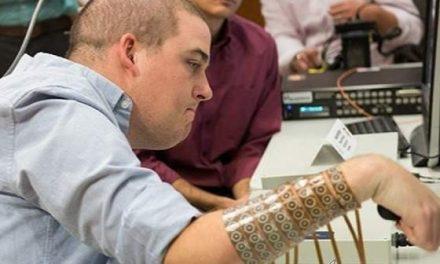 Microchip cerebral que devuelve la movilidad