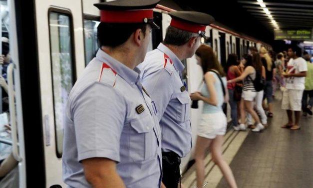 Un héroe anónimo en Barcelona devuelve una cartera con 7.600 euros.