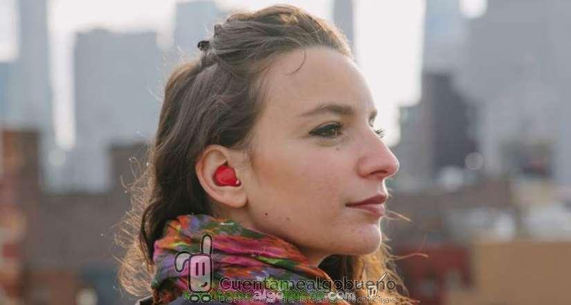 Auricular inteligente traduce idiomas en tiempo real