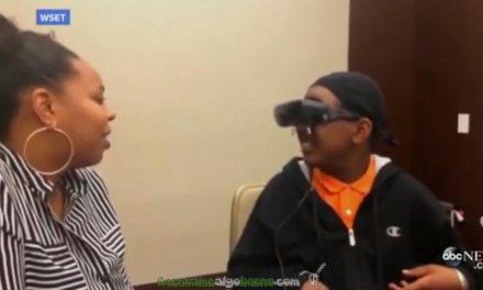 Un niño ciego ve a su madre por primera vez