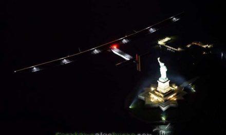 Solar Impulse II aterriza en Nueva York