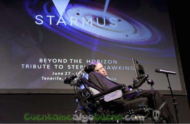 """Stephen Hawking durante su conferencia llamada """"Breve historia de mi vida"""" en el Festival Starmus. / SINC"""