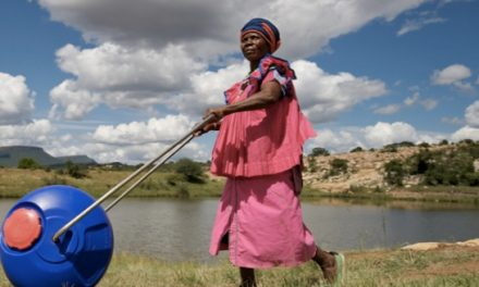 Bidones rodantes para abastecer de agua potable a los más necesitados