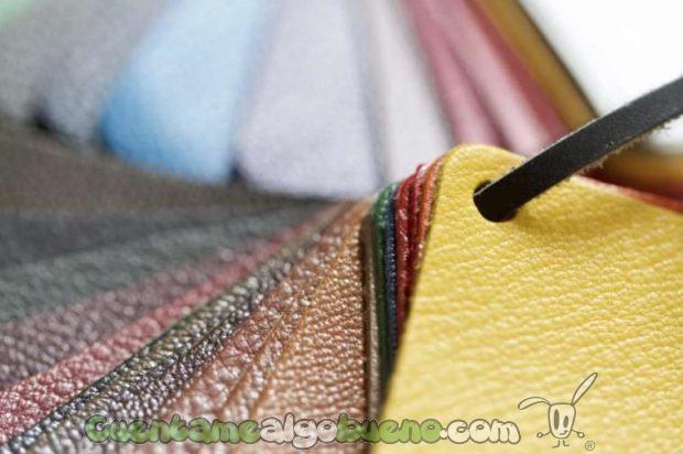 Muestras de cuero creado a partir de colágeno por la empresa Modern Meadow.