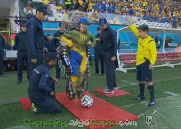 Juliano Pinto dando el chut de honor en el primer partido del Mundial de Fútbol de Brasil 2014.