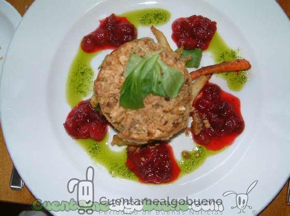 Un plato vegano: anacarod asados con champiñones. Foto de Rain Rabbit.