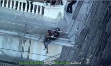 Bombero se juega la vida para salvar a un suicida en Madrid