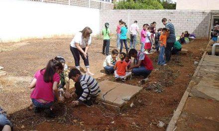 Niños plantan 50 árboles frutales en Maracaibo (Venezuela)