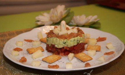 Receta Solidaria – Tartar de tomate, aguacate y salmón ahumado