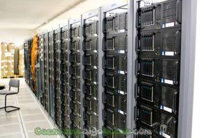 Racks con servidores del CERN. Aún estamos lejos de necesitar toda esta infraestructura... pero nunca se sabe... Foto de Torkild Retvedt.