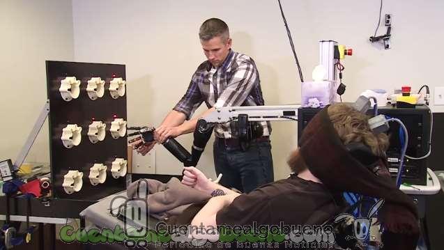 Recupera la sensibilidad de sus dedos en un brazo robótico