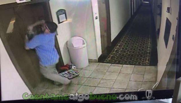 20161024-1-salva-vida-perro-atrapado-ascensor