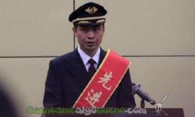 Premian al Piloto chino que salvó la vida a 439 personas con una arriesgada maniobra
