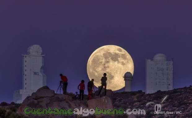 Superluna vista el 10 de agosto de 2014 desde el Observatorio del Teide. / Daniel López/IAC