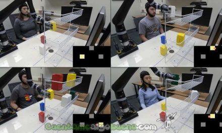 Controlan un brazo robótico con la mente y sin implantes cerebrales