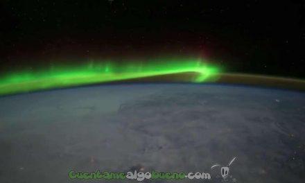 Una extraña luz verde rodea a la Tierra