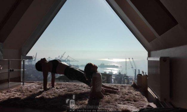La foto de una niña haciendo yoga con su madre gana el Certamen de Fotografía del IAYoga