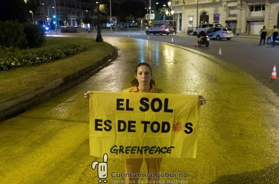 Un sol gigante en Barcelona en apoyo a las renovables