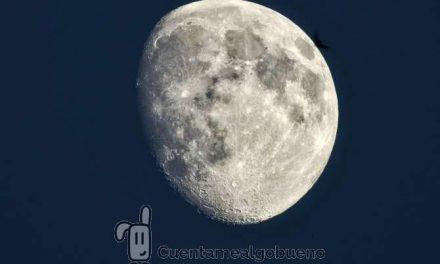 Paseando bajo la luna