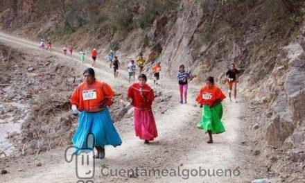 Índigenas en sandalias se imponen a las deportivas de una ultra maratón profesional