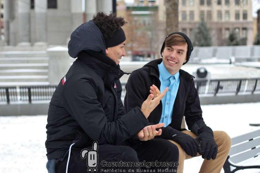 Campaña de sensibilización por las personas sordas en el Congreso de los Diputados