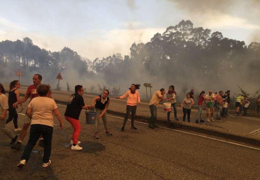 El pueblo gallego unido contra las llamas