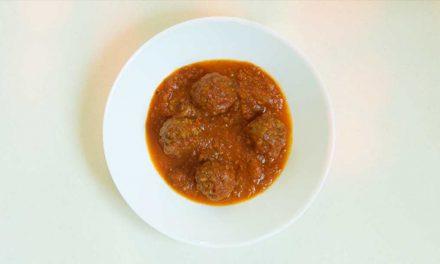 Albóndigas veganas en salsa de tomate