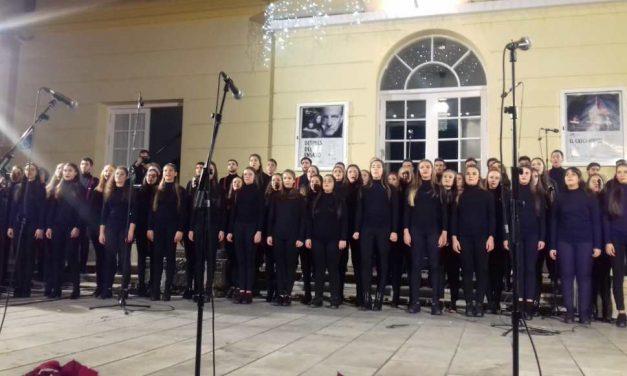 La coral de ESAEM inaugura la Navidad con su tradicional concierto navideño 🎄 (vídeo)