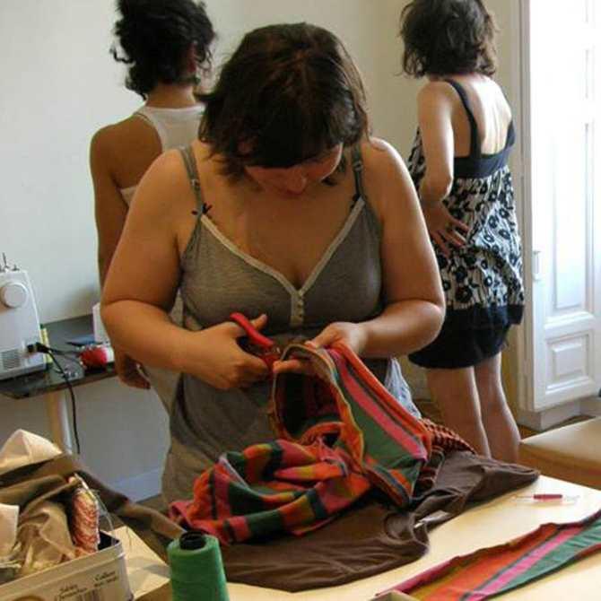 La ropa que no nos sirve podemos donarla a centros donde se le puede dar un nuevo uso o reciclarla