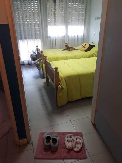 Vista de un dormitorio de los apartamento de acogida de Mensajeros de la Paz para familias sin recursos