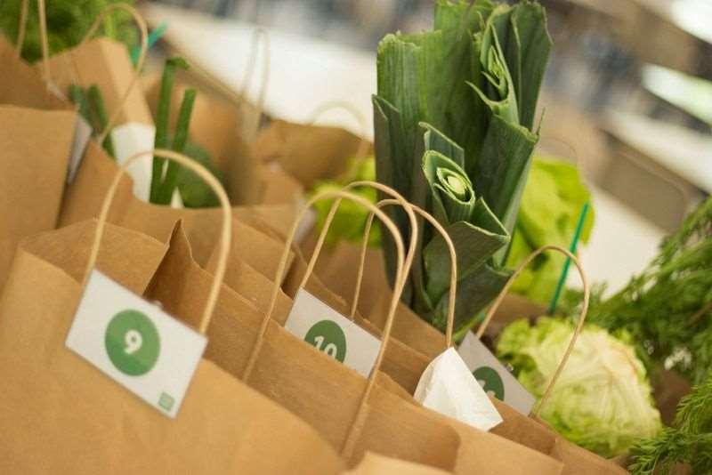 Bolsas con alimentos para entregar a los consumidores de Farmidable