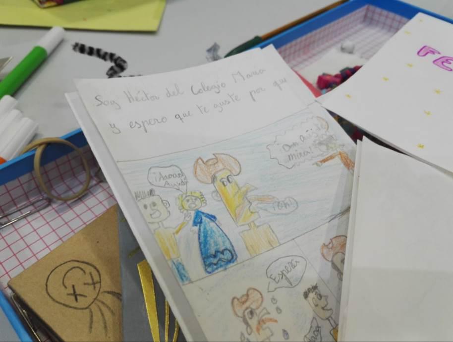 """Una historia tipo """"comic"""" dibujada por un niño llamado """"Héctor"""" para otro que estará estas navidades en un hospital"""