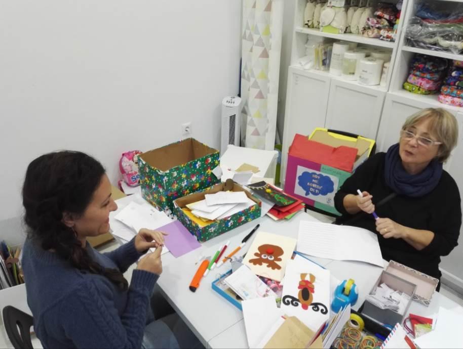 Aurora López, Directora de Seamos Cómplices y colaboradora de Cuentamealgobueno redacta una carta para entregar, de forma anónima a unos padres de niños hospitalizados