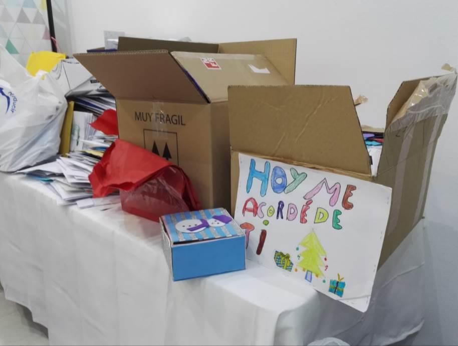 Cajas con las miles de cartas recibidas
