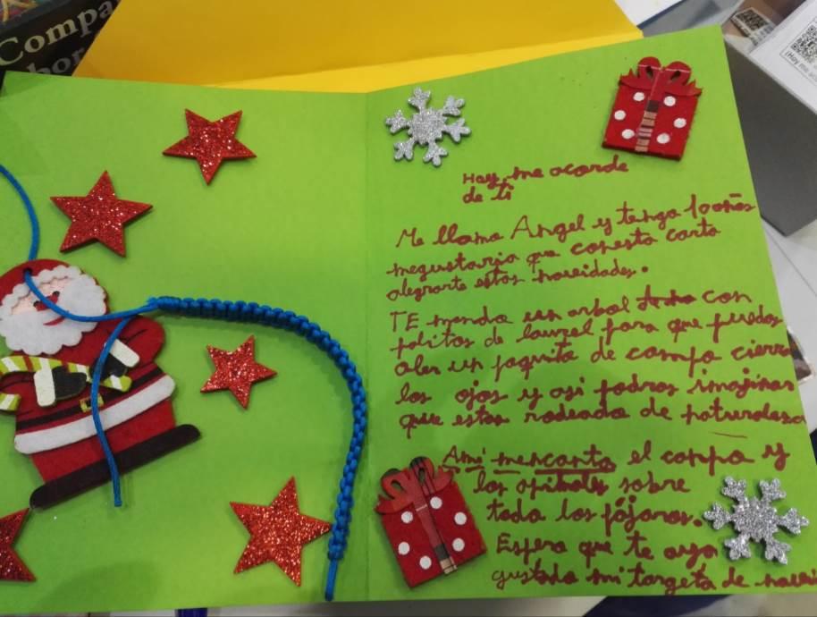 """Carta escrita por Ángel, de 10 años, y decorada con motivos navideños para otro """"amigo"""" que la recibirá en un hospital estas navidades"""