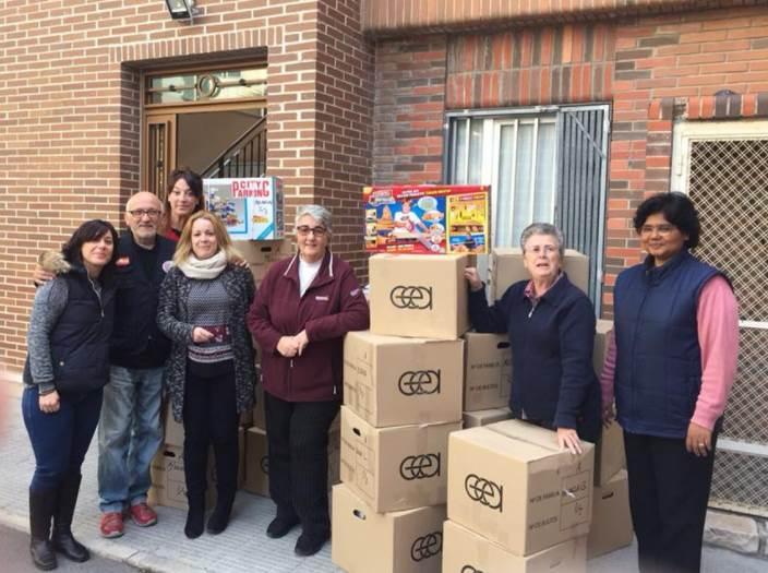 Entrega de cajas con regalos a Adoratrices Centro de Acogida Alicante