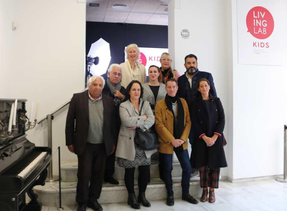 Foto de familia acto de inauguración del espacio Living Lab Kids en el Mimma