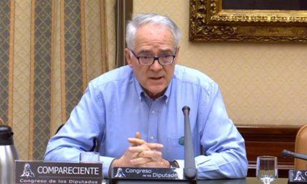 Un pasillo de afectos para Agustín Moreno: así se despide a un buen profesor