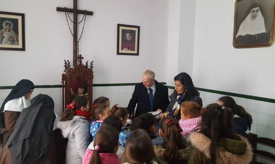 Recogida de cartas en el Convento de Sor Ángela de la Cruz de Sevilla