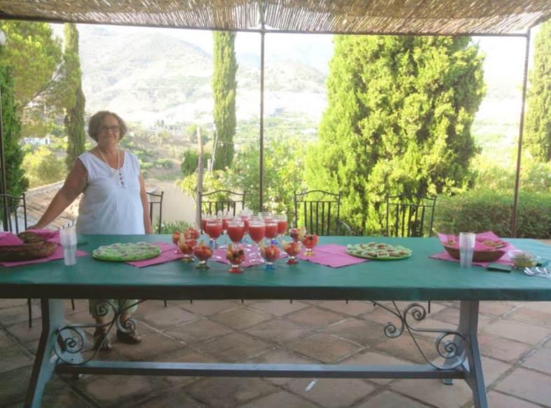 Ana lleva prácticamente toda su vida dedicándose a cocinar de forma consciente recetas de cocina vegetarianas y ecológicas