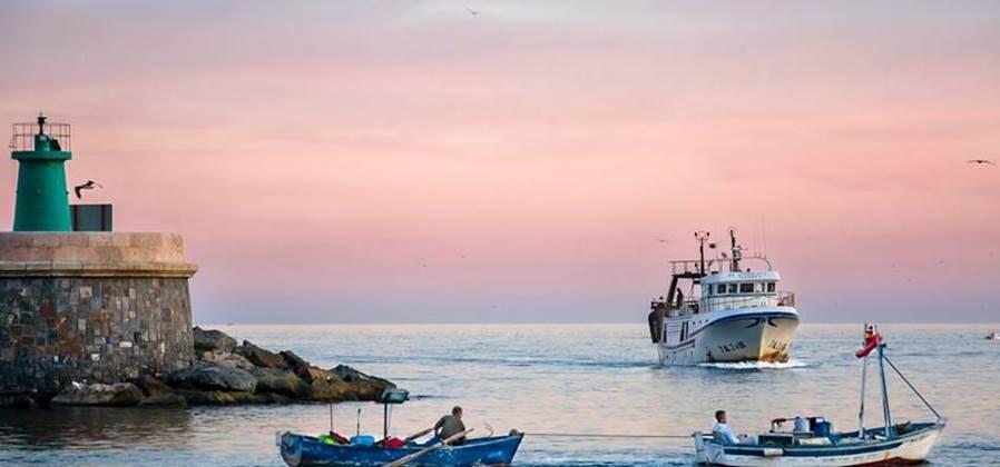 Trabajadores del sector pesquero español colaborarán en la recogida y gestión de basuras marinas