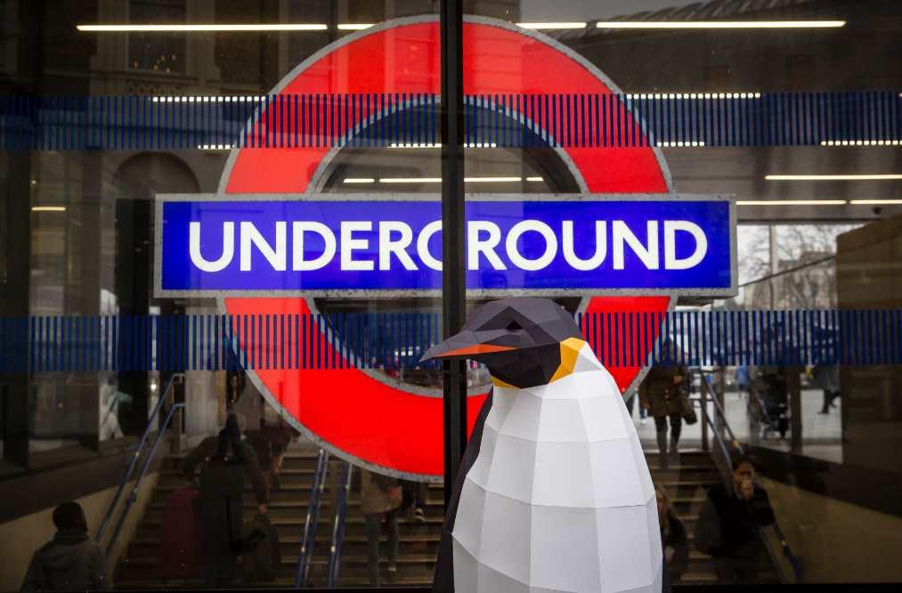 La marcha de los pingüinos llega también al metro de Londres
