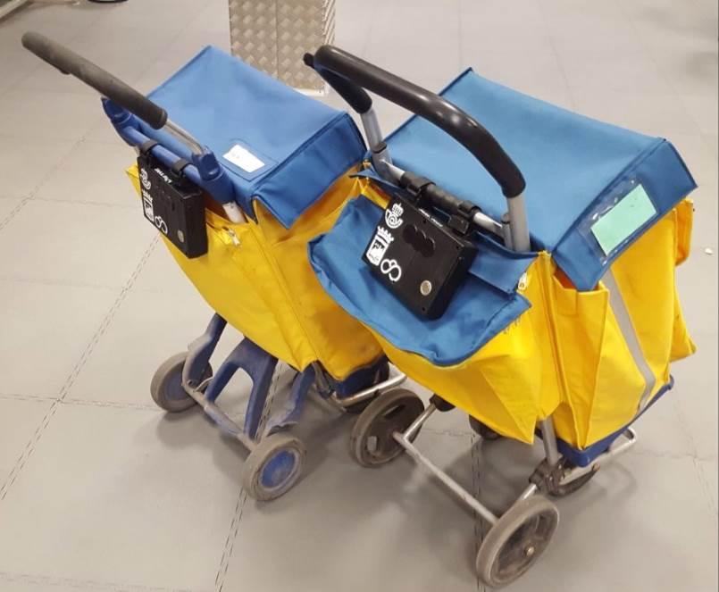Dos carritos de reparto de Correos participantes del proyecto CURMOS