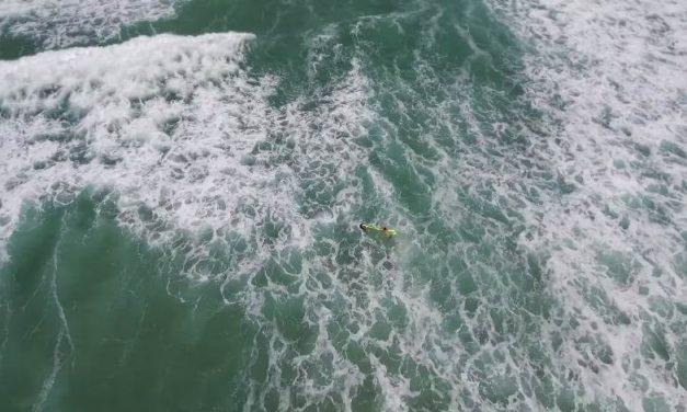 Dron rescata a dos bañistas en Australia