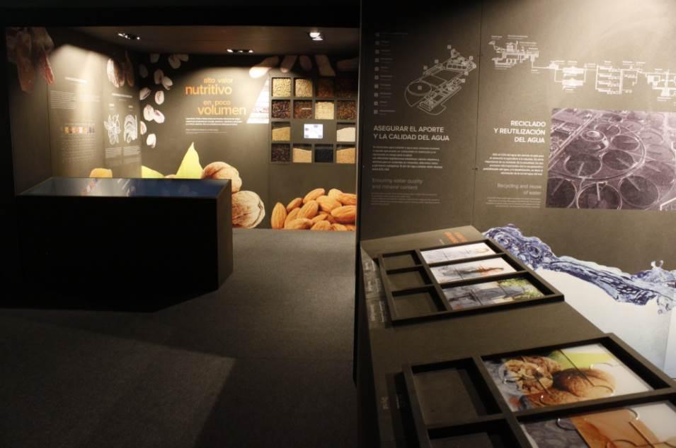Una parte de la exposición en la que se muestran los beneficios de los frutos secos